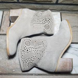NWOT Crown Vintage Beige/Sand Suede Ankle Boots 7M